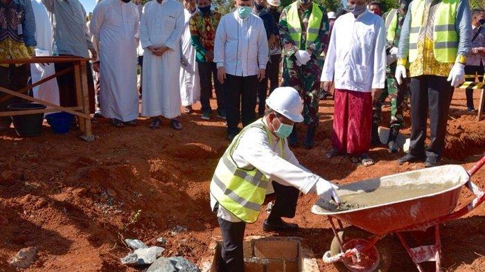 HUT ke-70 Provinsi Kalsel, Paman Birin Berikan Kado Masjid Bambu Pertama di Kalsel