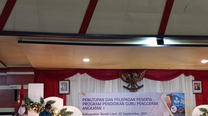 Bupati Tala HM Sukamta mengukuhkan puluhan Guru Penggerak di Balairung Tuntung Pandang, Sabtu (25/9).