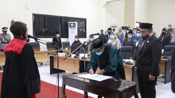 H Hendra Suriadi Resmi Jabat Wakil Ketua DPRD HST Kalsel