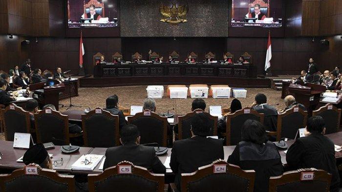 Hasil Sidang Putusan MK - Majelis Hakim Tolak Dalil Prabowo - Sandiaga Uno Soal Baju Putih Jokowi