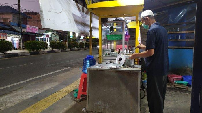 Banjarmasin PPKM Level 4, Pedagang Bakso Belum Tahu Jualan Harus Take Away