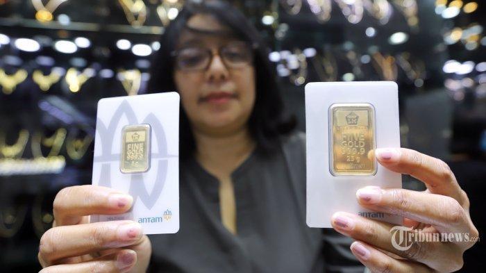 Harga jual logam mulia atau emas batangan PT Aneka Tambang (Persero) Tbk alias Antam stagnan di level Rp 973.000 per gram