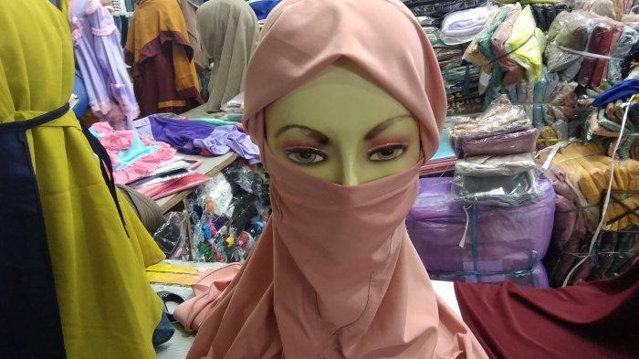 Hijab Niqab Jadi Bisnis Menguntungkan di Tengah Pandemi, Pedagang Ini Stok Satu Bulan