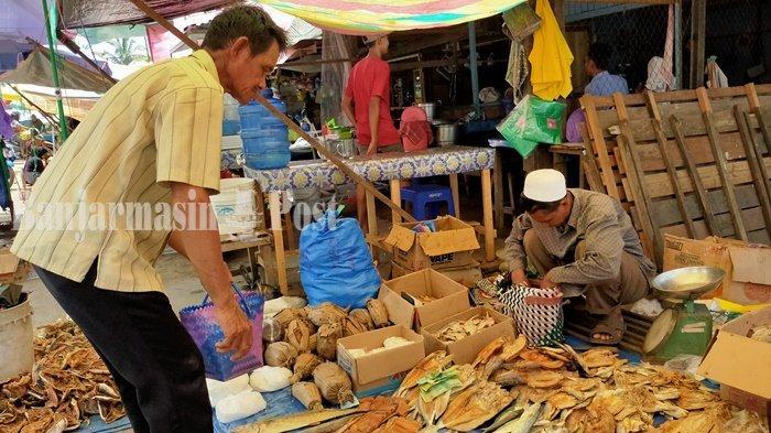 Saat Penghujan, Ikan Asin Lokal Mulai Banyak Dijual di Alabio Kabupaten HSU