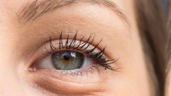 4 Cara Lenyapkan Kantong di Bawah Mata dari Tidur Telentang hingga Meditasi