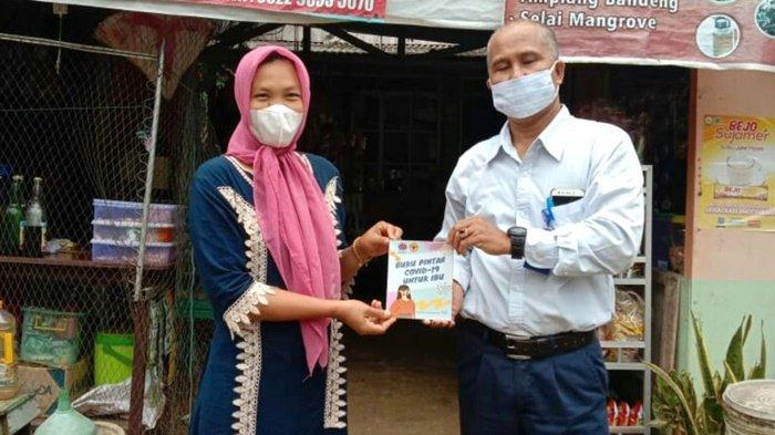 Indocement di Kabupaten Kotabaru dan ULM Bantu Cegah Covid-19 Melalui Buku