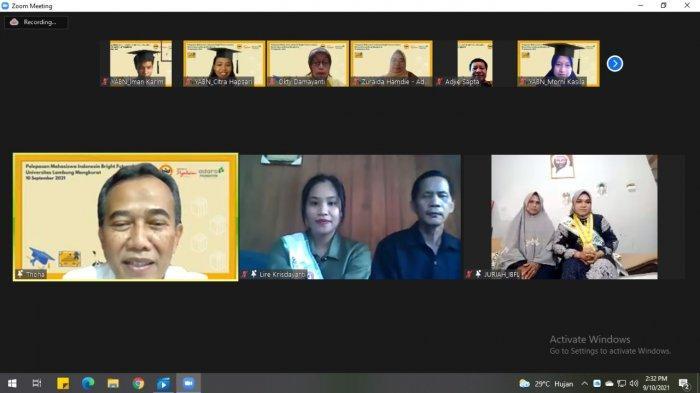 penerima beasiswa pada program Indonesia Bright Future Leaders (IBFL) dari Adaro pada tahap pertama.