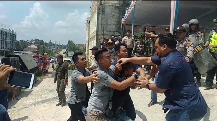 Kronologi Rusuh di Bawaslu PALI yang Dituntut Pemilu 2019 Ulang, 25 Warga Diamankan, 11 Polisi Luka