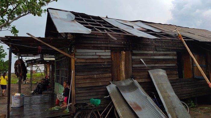 inilah-kondisi-rumah-warga-di-desa-tengkawang-lama.jpg