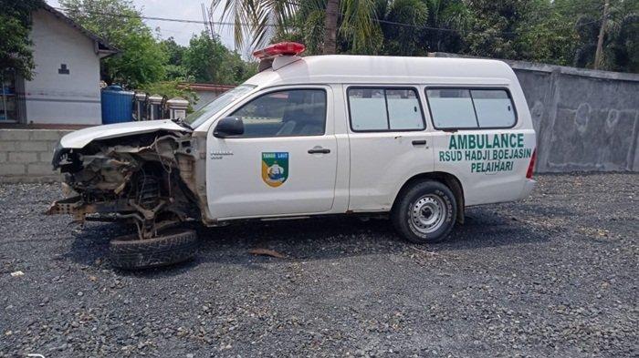 Tabrak Tronton di Tapin, Ambulans RSUD Hadji Boejasin Pelaihari Gagal Antar Jenazah ke Barabai HST