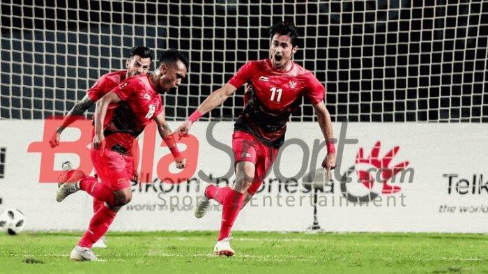 Irfan Jaya merayakan gol Timnas U-23 Indonesia ke gawang Palestina pada pertandingan Grup A Asian Games 2018 di Stadion Patrtiot, 15 Agustus 2018.