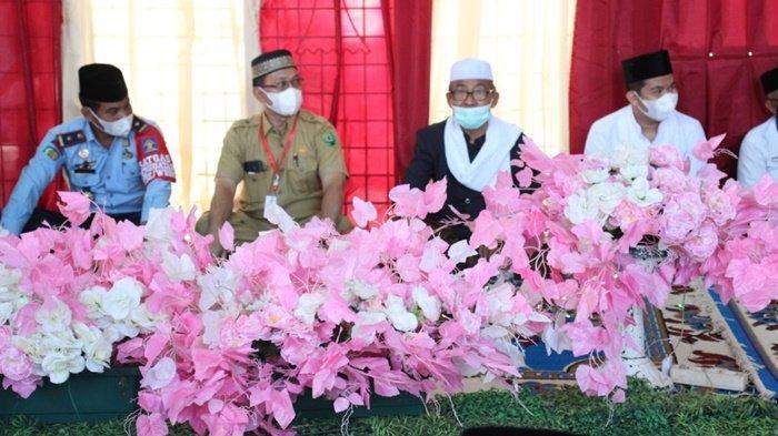 Kegiatan Isra Mikraj Nabi Muhammad SAW sekaligus Haul Abah Guru Sekumpul yang ke-16 di Lembaga Pemasyarakatan (Lapas) Kelas IIB Amuntai, dihadiri para pejabat Kabupaten Hulu Sungai Utara (HSU), Kalimantan Selatan.