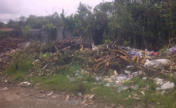Tembok Pagar Kompleks Olahraga Jadi Tempat Buang Sampah