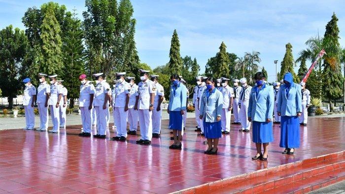 Peringati HUT Ke-76 TNI AL, Lanal Banjarmasin Kenang Jasa Pahlawan dan Ziarah di TMP Bumi Kencana