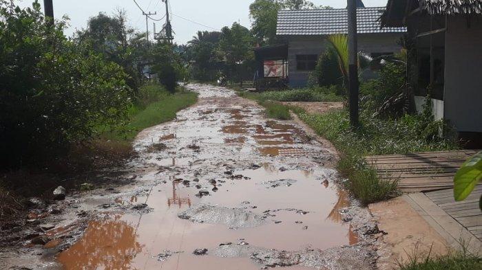 YT Bupati Banjar, Tolong Aspalkan Jalan Lok Buntar dan Desa Pejambuan Sungai Tabuk