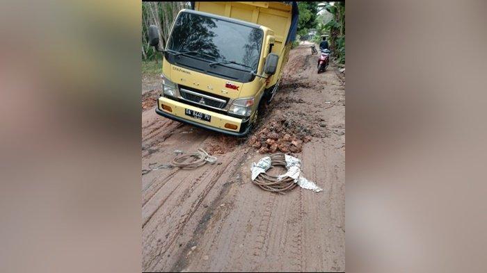Jalan Labunganak Kabupaten HST Rusak Dilewati Angkutan Berat, Warga Pun Dirugikan