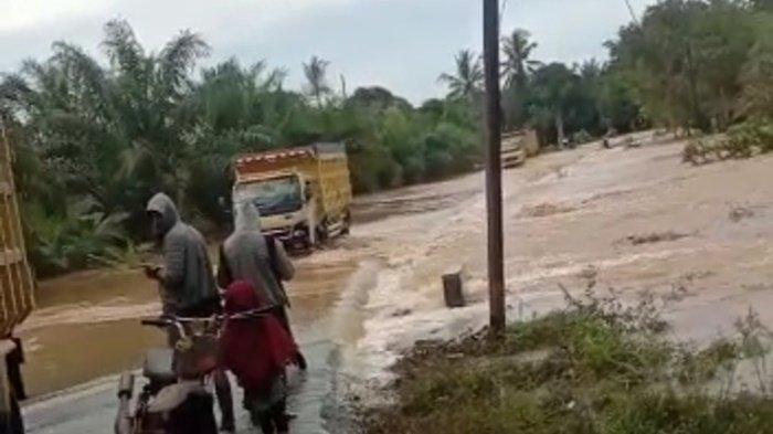 Banjir Kalsel,  Camat Satui dan Teluk Kepayang Tanahbumbu Akui Debit Air Sungai Naik