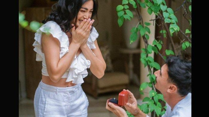 Bersimpuh dan Persembahkan Cincin Berlian, Vincent Verhaag Lamar Jessica Iskandar
