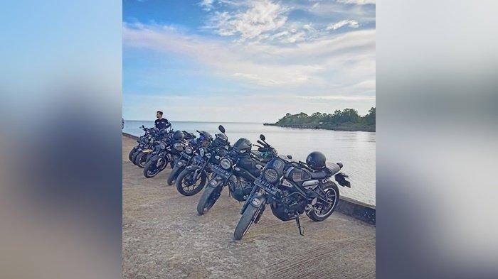 Jelajahi pesona alam pulau Kalimantan dengan wilayah hutan yang luas dengan mengendarai XSR 155.