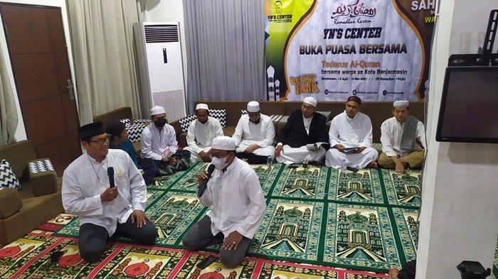 Jelang buka puasa bersama, salah satu acara dalam rangkaian kegiatan Ramadhan di Gedung YN'S Center, Jalan Perdagangan, Kompleks HKSN, Kota Banjarmasin, Kalimantan Selatan.