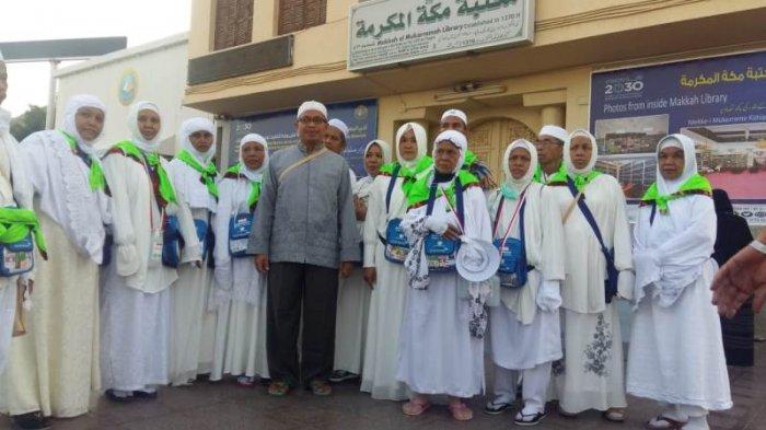 Jemaah HSS dan Tapin Mampir ke Tempat Kelahiran Rasulullah SAWS ke Jabal Qubis