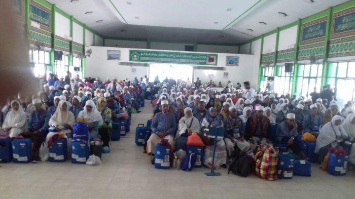 Jemaah Haji Asal Tanahbumbu Akhirnya Tiba di Kalsel, 1 Meninggal dan Dikuburkan di Makkah