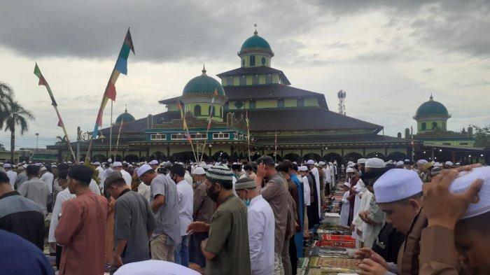 Satgas Covid-19 Masjid Jami Banjarmasin Pantau Jemaah Salat Idul Fitri, Anggotanya Pemuda Masjid