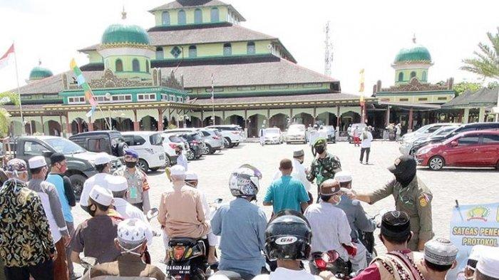 Salat Jumat di Masjid Jami Sungai Jingah Banjarmasin, Hanafi Ucapkan Syukur Bisa ke Masjid Lagi