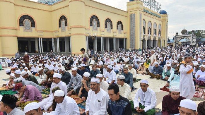Jemaah shalat Idul Fitri 1439 H Masjid Alkaromah, Martapura, Jumat (15/8/2018).