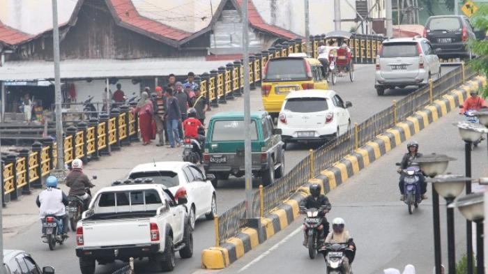 Tinggikan Median Jalan di Atas Jembatan Pangeran Antasari Banjarmasin
