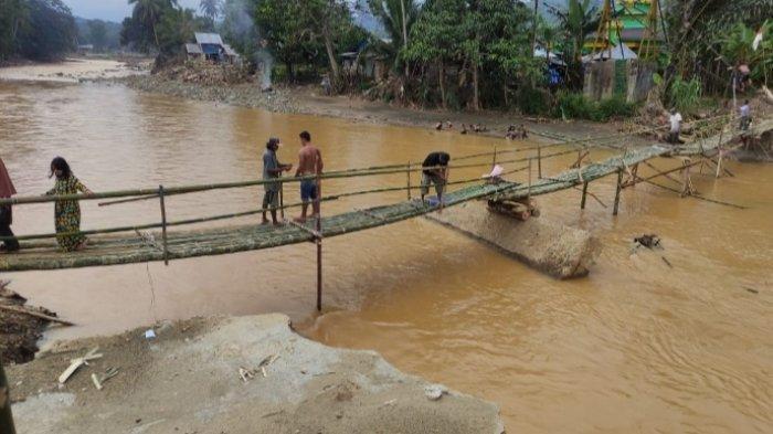 Sudah Enam Kali Jembatan Darurat di Desa Alat HST Hanyut Tersapu Arus Sungai