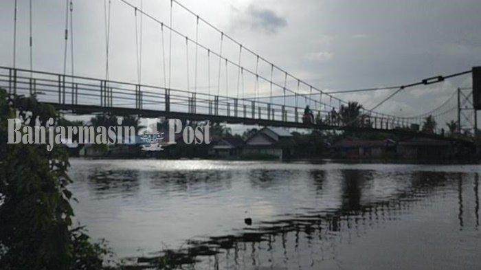 Jembatan gantung di Sungai Lulut Kilometer 6, Kabupaten Banjar, Provinsi Kalimantan Selatan.