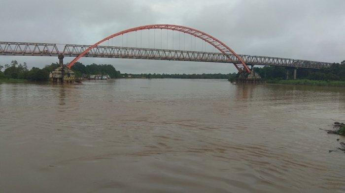Pusaran Air Sekitar Jembatan Kahayan Jadi Pintu Masuk ke Kerajaan Gaib?