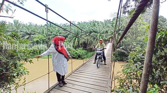 Jembatan Paringin Kabupaten Balangan Ditutup, DPRD Malah Khawatirkan Jembatan Gantung