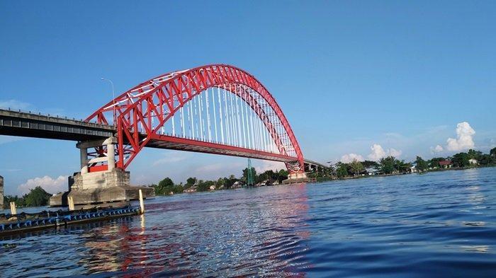 KalselPedia - Jembatan Rumpiang Ikon Kabupaten Batola, Dikelilingi Taman dan Sejumlah Spot Foto