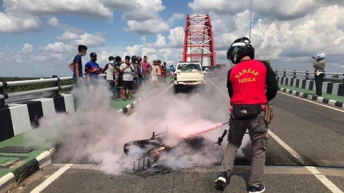 Sempat Heboh, Motor Boy Terbakar di Jembatan Rumpiang Batola