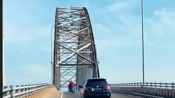 Sering Ditabrak Tongkang Batu Bara, Dikhawatirkan Jembatan Rumpiang Runtuh