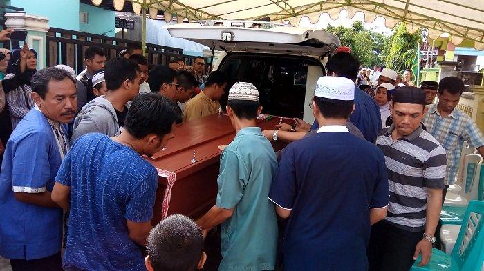 Kedatangan Jenazah Rizky di Banjarbaru Disambut Isak Tangis Keluarga