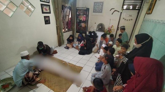 Jenazah Wahyudi Rahmad (14) di rumah duka Jl Sulawesi Gang Buntu RT 45 Karang Rejo, Balikpapan, Kalimantan Timur, Rabu (25/11/2020).
