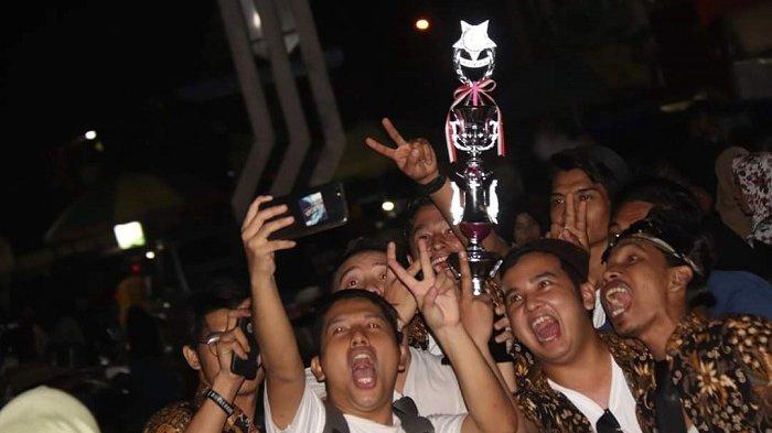 Juara Bagarakan Sahur, merayakan kemenangan mereka