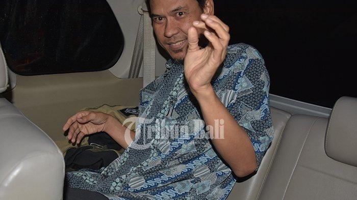 Jubir FPI, Munarman, usai diperiksa di Mapolda Bali, beberapa waktu lalu.