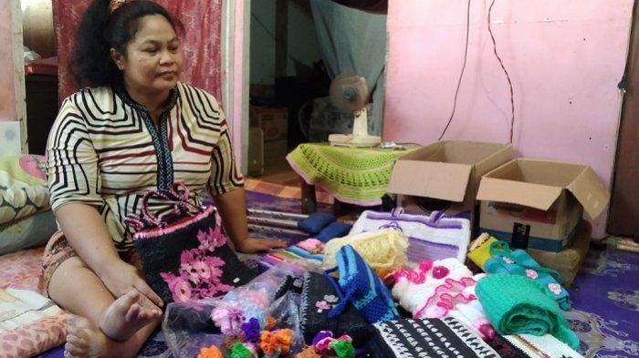Hidup dari Kerajinan Pernak-pernik, Difabel Tapin Ini Mengeluh Sepi Pembeli