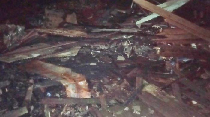 Rabu Dinihari Api Berkobar di Pulau Bromo Mantuil Banjarmasin, 15 Rumah Habis Terbakar