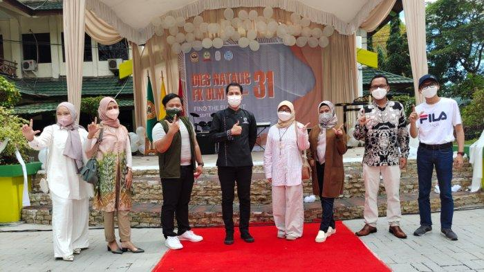 Juri fashion show Diesnatalis FK ULM ke-31 di Jalan A Yani Km 36, Banjarbaru, Kalimatan Selatan