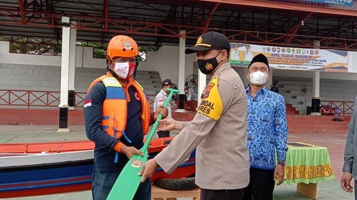 Desa Tangguh Bencana Dapat Alat Pemadam Kebakaran dari Pemkab Tapin