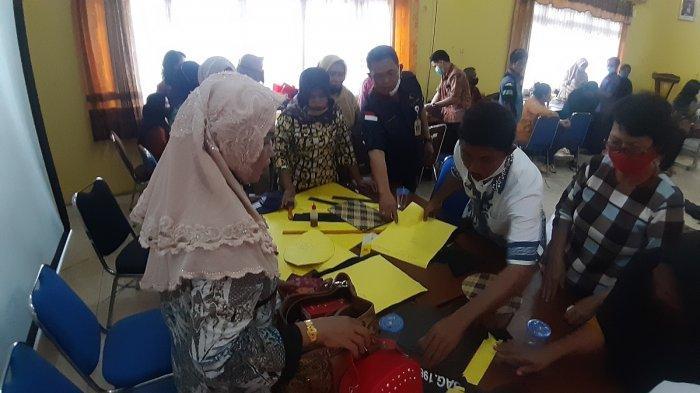 Dongkrak Sektor Kerajinan Rotan Pengrajin di Kapuas, Ini Upaya Disdagperinkop