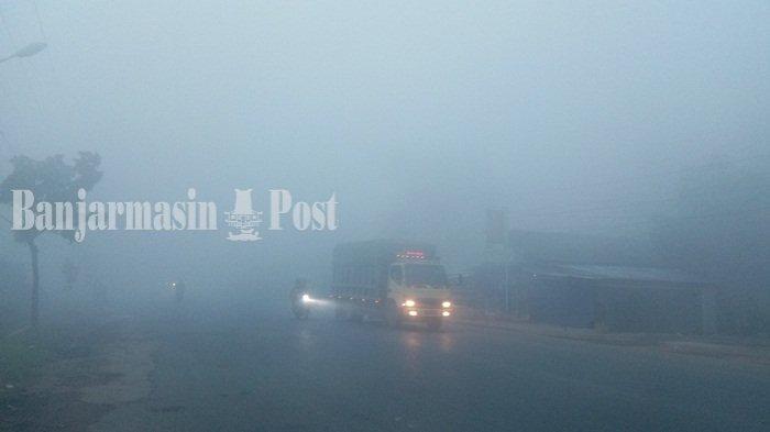 Jarak Pandang Hanya 30 Meter di Pagi Hari, Kabut Asap Landa Banjar Banjarbaru karena Kebakaran Lahan