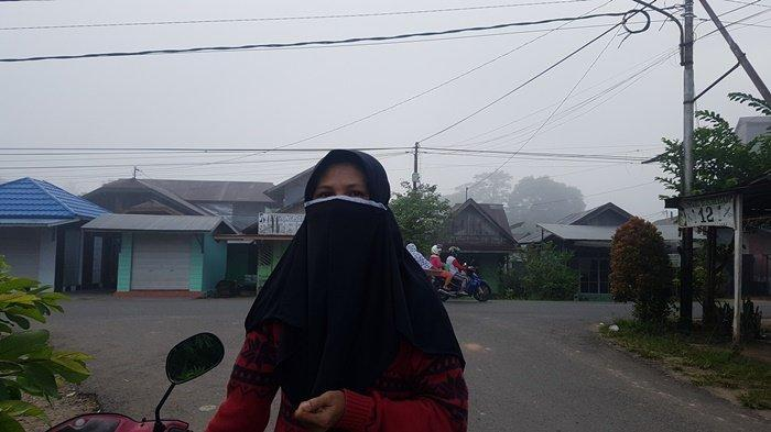 Warga Tapin Utara Ini Heran Kabut Asap Selimuti Pasar Sejumput Wilayah Kupang