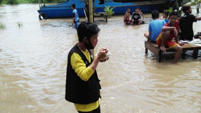 Warga Tepian Sungai Kintap Siaga, Tanahlaut dan Kotabaru Kebanjiran