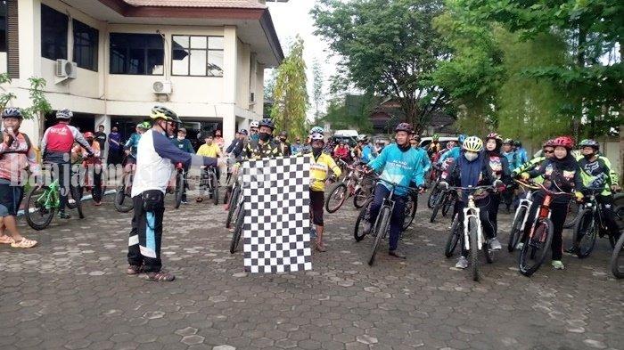 Jalin Silaturahmi, Dispora Kalsel Gowes Bareng Bersama Komunitas Sepeda